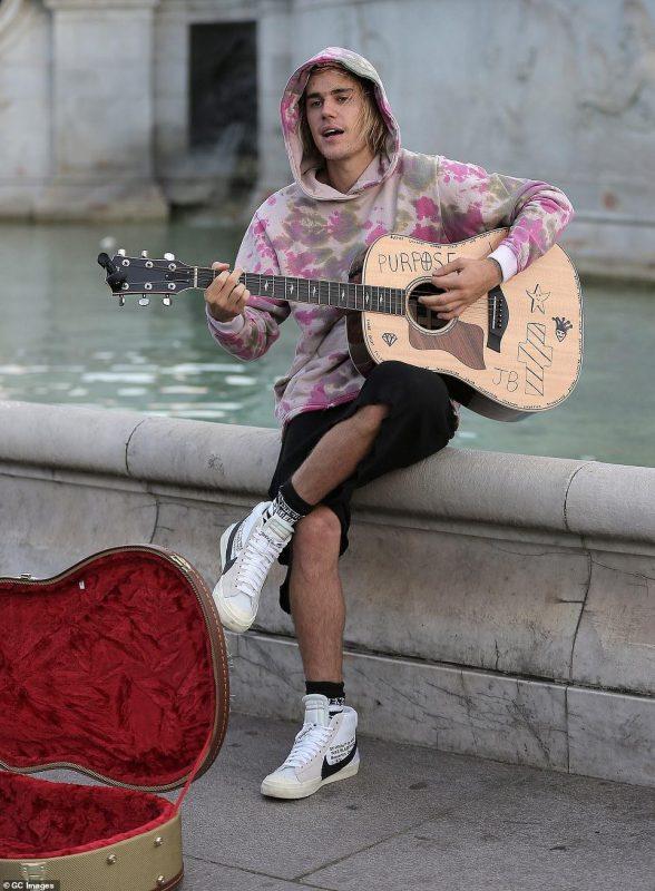 Джастин Бибер спел для возлюбленной серенаду